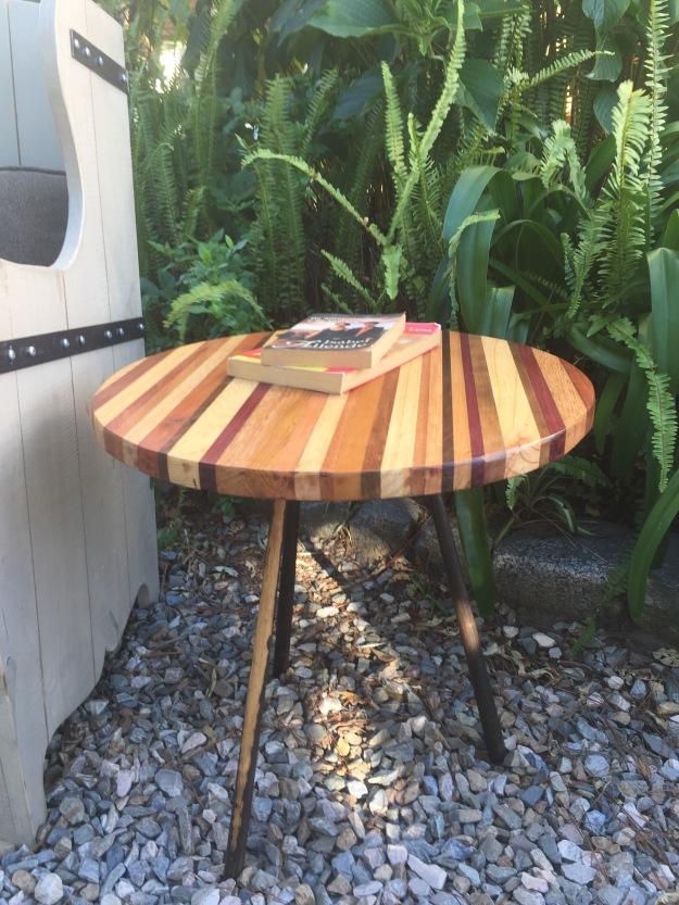 Mesas de luz juan cosas viejas for Cosas con madera reciclada